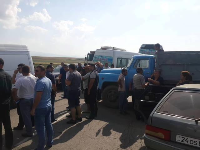 Գյուղացիները փակել են Վարդենիս-Քարվաճառ ճանապարհը