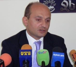 Степан Сафарян: «Президент РА сам освободит себя от этого тяжкого бремени»