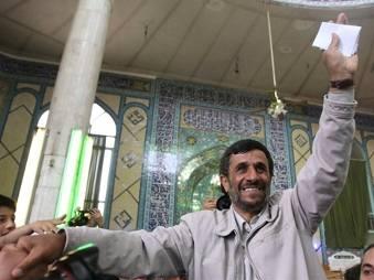Махмуд Ахмадинежад побеждает