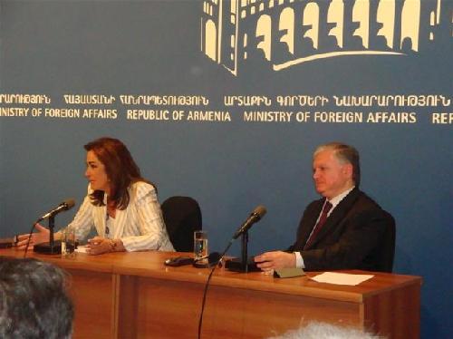 Эдвард Налбандян встретился с Министром иностранных дел Греции Дорой Бакоянис