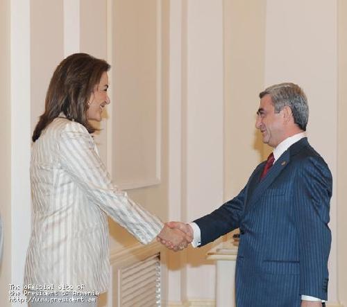 Նախագահ Սերժ Սարգսյանն ընդունել է ԵԱՀԿ գործող նախագահ, Հունաստանի արտաքին գործերի նախարար Դորա Բակոյանիսին