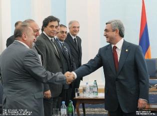 Президент Серж Саргсян принял группу армянских и азербайджанских депутатов и интеллигентов