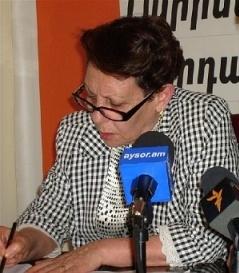 Անահիտ Բախշյանը հեռացել է «Ժառանգության» վարչության նախագահի պաշտոնից՝ իր տեղն առաջարկելով Արմեն Մարտիրոսյանին