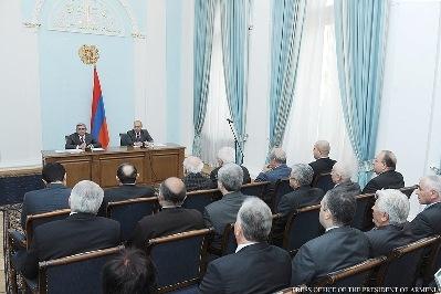 Սերժ Սարգսյանն այսօր հանդիպում է ունեցել Հանրային խորհրդի անդամների հետ