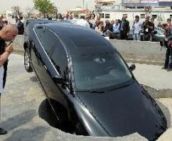 Թուրքիայի վարչապետի մեքենաներն ընկել են փոսը