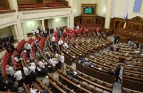 В парламенте Украины скандируют «Революция!»
