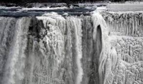 Из-за аномальных морозов замерз Ниагарский водопад (видео)