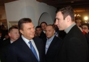 Янукович и лидеры оппозиции договорились об отмене спорных законов