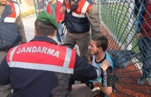 Թուրքիայում կարմիր քարտ ստացած ֆուտբոլիստը փորձել է դանակով խաղադաշտ վերադառնալ