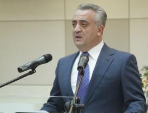 Курс доллара в Армении переоценен, но он обязательно будет снижаться – глава ЦБ