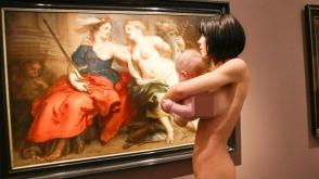 Մերկ նկարչուհին ցնցել է գերմանական թանգարանի այցելուներին (տեսանյութ)