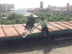 Արտակարգ իրավիճակ Երևանում. ամուսինները սպառնում են ցած նետվել բարձրահարկ շենքի տանիքից