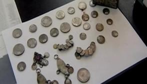 Գիշերօթիկ դպրոցի տարածքում՝ թեյի տուփի մեջ, հնագույն գանձեր են գտել (տեսանյութ)