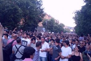 Ցուցարարները կրկին մերժել են Սերժ Սարգսյանի հետ հանդիպելու առաջարկը (տեսանյութ)