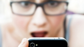 Աղջիկը հիստերիա է բարձրացրել սմարթֆոնի «մեռնելու» պատճառով (տեսանյութ)