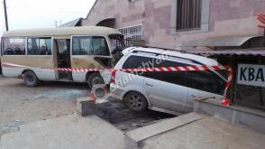 Երևան-Արտաշատ երթուղին սպասարկող մարդատար ավտոբուսը վթարի է ենթարկվել