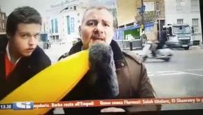 Լրագրողը ծեծել է փչովի բանանով իրեն խանգարող տղամարդուն (տեսանյութ)