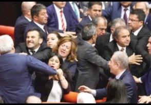 Թուրքիայի խորհրդարանում իշխող և քրդամետ ուժերի ներկայացուցիչները ծեծել են իրար