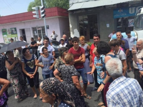 Խաչպարում իրավիճակը լարված էր. գյուղացիները փակել էին ճանապարհը (ֆոտոշարք, տեսանյութ, լրացված)