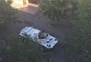 Զինված ապստամբություն է սկսվել Երևանում. կան վիրավորներ (ուղիղ միացում, լրացվում է, լուսանկար, տեսանյութ)