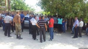 Վայոց ձորի Աղավնաձոր գյուղի բնակիչները փակել են դպրոցի մուտքը
