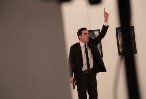 Թուրք լուսանկարիչ. «Մարդասպանը հանգիստ կանգնած էր Կառլովի հետևում» (լուսանկարներ, տեսանյութ)