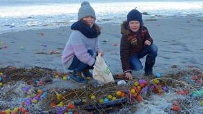 Հյուսիսային ծովի ափ հազարավոր «Քինդեր» ձվեր են նետվել (լուսանկարներ)