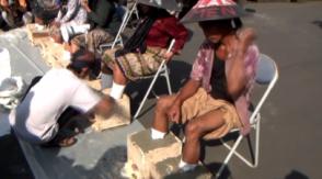 Ինդոնեզիայում ֆերմերները ցեմենտել են իրենց ոտքերը՝ ի նշան բողոքի