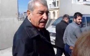 Ինչպես է ադրբեջանցի պաշտոնյան հարվածում լրագրողին