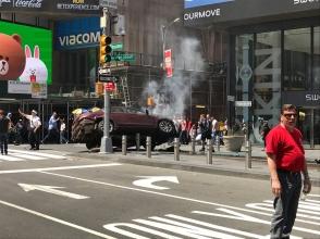 Նյու Յորքում ավտոմեքենան մխրճվել է մարդկանց ամբոխի մեջ. կա 1 զոհ, 10 վիրավոր (տեսանյութ)