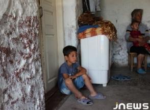 Կարծախ գյուղում 13 հոգանոց ընտանիքն ապրում է կիսաքանդ տանը