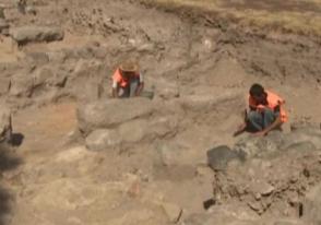 vesti.ru-ի ռեպորտաժը Հայաստանում միջնադարյան ամրոցի պեղումների մասին