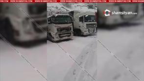 Արտակարգ իրավիճակ Ստեփանծմինդա-Լարս ճանապարհին. 3 տասնյակից ավելի հայկական բեռնատարներ մնացել են ճանապարհին
