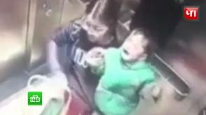 Դայակը վերելակում մեկամյա երեխային դաժան ծեծի է ենթարկել (տեսանյութ)