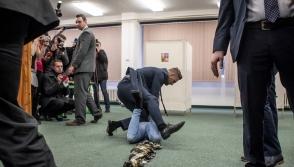 Կիսամերկ ուկրաինուհին հարձակվել է Չեխիայի նախագահի վրա (տեսանյութ)