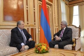 ՀՀ նախագահի թեկնածու Արմեն Սարգսյանն ու Սերժ Սարգսյանը հանդիպել են (տեսանյութ)