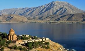 Թուրքիայում պատրաստվում են Վանա լճի հատակով խմելու ջուր հասցնել Աղթամար կղզի