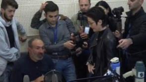 Հանրային ռադիոն ուղիղ եթեր չտրամադրեց Փաշինյանին, նա օնլայն ԶԼՄ-ների միջոցով ուղերձով դիմեց հանրությանը (տեսանյութ)