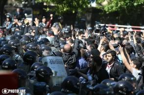Ֆրանսիայի հրապարակում հանրահավաքի ժամանակ Նիկոլ Փաշինյանը ներկայացրեց զանգվածային անհնազանդությունների գործողությունների նոր պլանը (տեսանյութ)