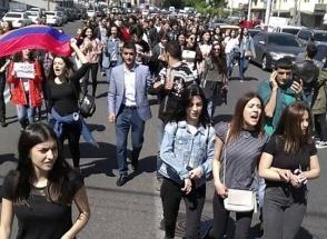 Հայ-ռուսական (սլավոնական) համալսարանի ուսանողները դասադուլ են անում (տեսանյութ)