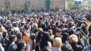 Վանաձորի պետական համալսարանի հարյուրավոր ուսանողները դասադուլ են հայտարարել (տեսանյութ)