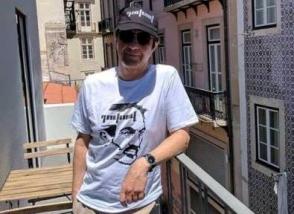 Օրվա կադր․ Ատոմ Էգոյանը «դուխով» գրառմամբ գլխարկով և շապիկով