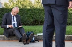 Фотография президента Швейцарии стала хитом в соцсетях