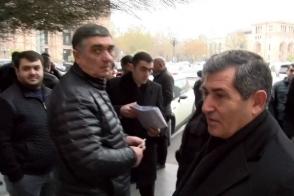 Բեռնափոխադրողները բողոքի ակցիա են իրականացրել կառավարության դիմաց (տեսանյութ)