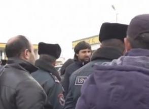 Բախում ոստիկանների և ճանապարհը փակած էջմիածնեցիների միջև