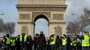 Փարիզում «դեղին բաճկոնավորների» և ոստիկանների միջև կրկին բախումներ են