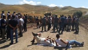 ՀՀ վերաքննիչ քրեական դատարանը պարտավորեցրել է Ոստիկանությանը քրեական գործ հարուցել Ամուլսարի ճանապարհները շրջափակած ցուցարարների նկատմամբ