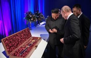 Ким Чен Ын подарил Путину корейский меч (видео)
