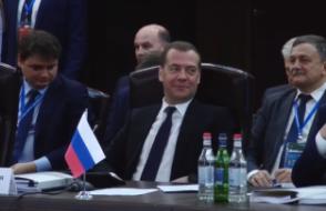 Примечательный диалог Медведева и Пашиняна (видео)