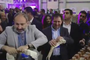 Հեսա էս ուտենք, հասնենք դեսերտին. Փաշինյանը՝ EXPO ցուցահանդեսում (տեսանյութ)